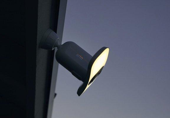 Arlo Pro 3 Floodlight -valvontakamera 2K-tarkkuudella ja LED-valaisimella, valkoinen, kuva 14