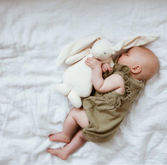 Moonie The Humming Friend -nukahtamista helpottava unipupu, valkea, kuva 4