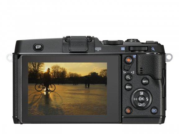 Olympus PEN E-P5 KIT musta + 17mm f/1.8 -objektiivi + VF-4-etsin, kuva 4