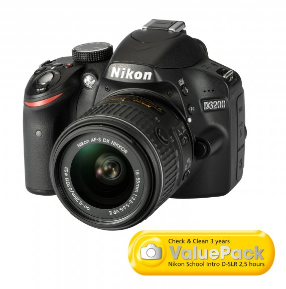Nikon D3200 KIT musta järjestelmäkamera + AF-S DX 18-55 mm VR II objektiivi