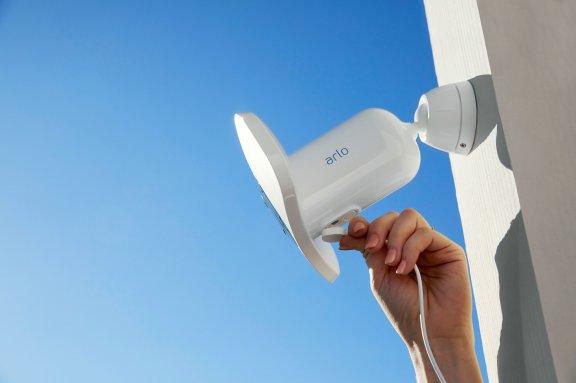 Arlo Pro 3 Floodlight -valvontakamera 2K-tarkkuudella ja LED-valaisimella, valkoinen, kuva 5