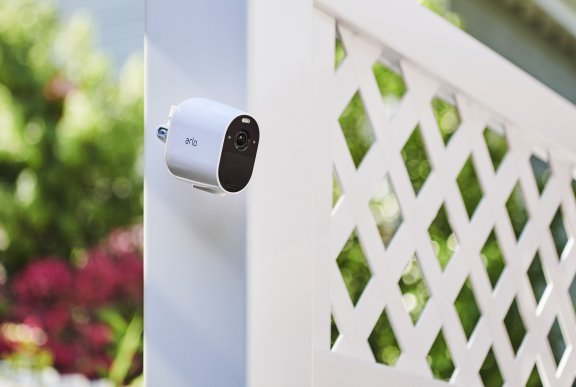Arlo Essential Spotlight -valvontakamera LED-valolla, valkoinen, kuva 3