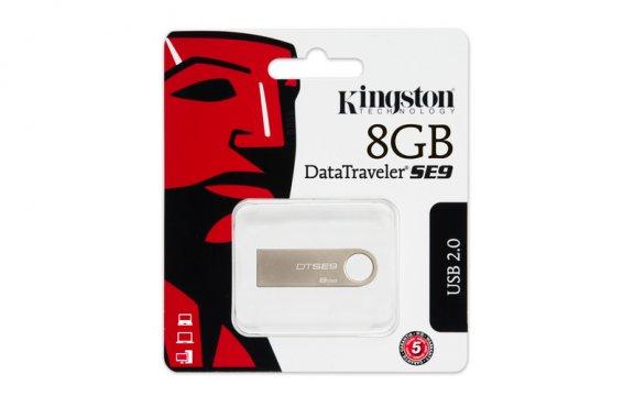 Kingston 8 GB DataTraveler SE9 Champagne - tyylikäs metallipintainen USB-muisti