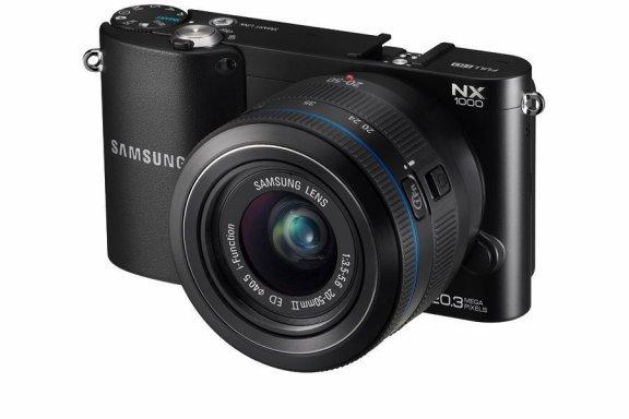 """Samsung NX1000 + 20-50 mm, musta + 7"""" Galaxy Tab 2 Wi-Fi kaupan päälle!"""