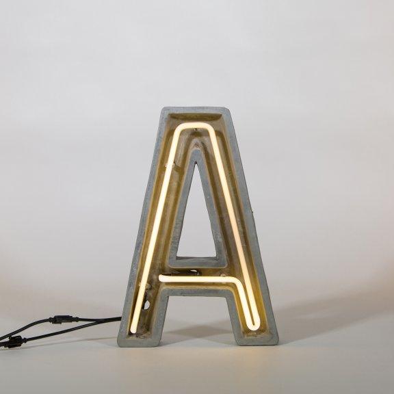 """Seletti """"Alphacrete"""" Letter A -valokirjain, betoni ja lasi, 40cm"""