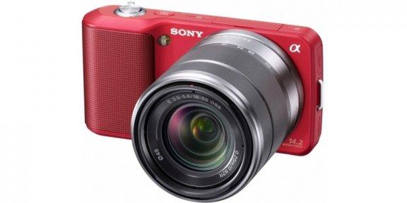 Sony NEX-3K mikrojärjestelmäkamera + 18-55 mm f/3.5-5.6 OSS objektiivi, punainen