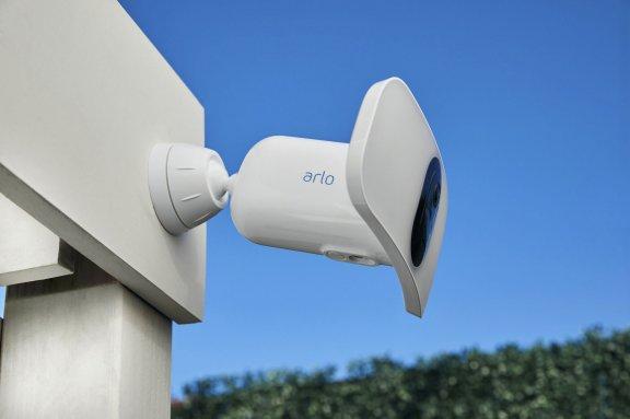 Arlo Pro 3 Floodlight -valvontakamera 2K-tarkkuudella ja LED-valaisimella, valkoinen, kuva 4