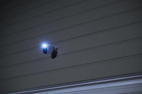 Arlo Essential Spotlight -valvontakamera LED-valolla, valkoinen, kuva 6