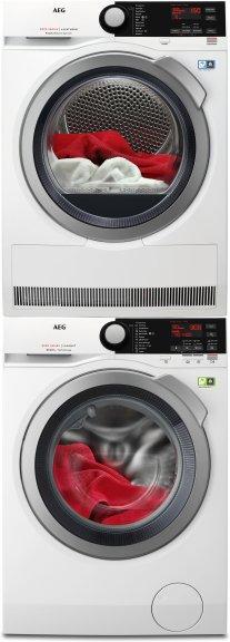 AEG L8FBL842E -pyykinpesukone ja AEG T8DEP845E -kuivausrumpu