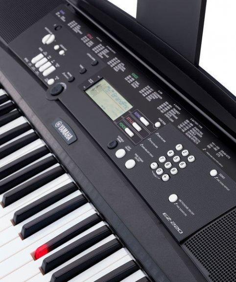 Yamaha EZ 220 valo-opastava kosketinsoitin, kuva 3