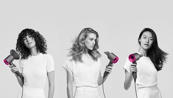 Dyson-hiustenkuivaajat kuivaamassa kiharoita, laineikkaita ja suoria hiuksia