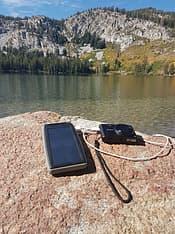 Xtorm Hybrid Solar Bank -varavirtalähde aurinkokennolla, 10 000 mAh, kuva 2