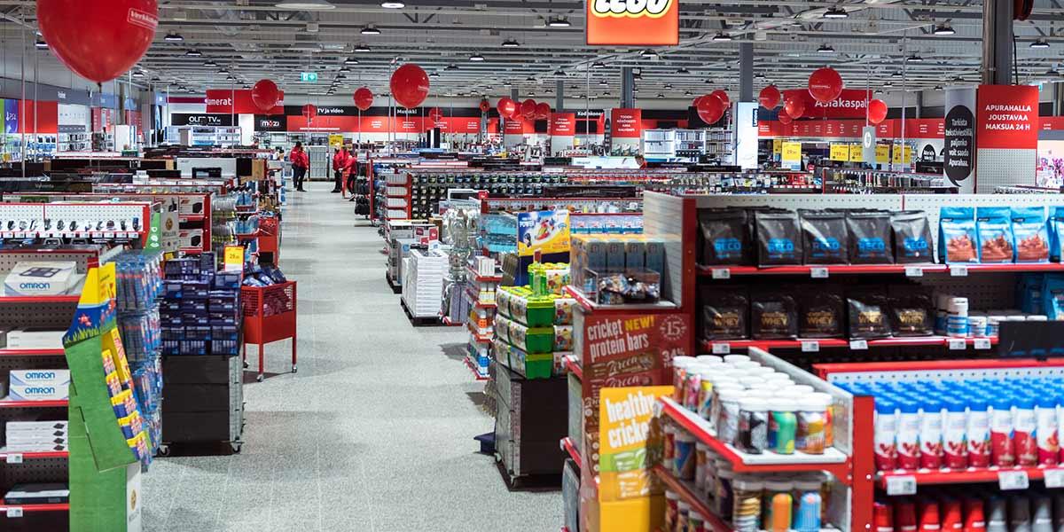 Koko myymälä toisesta kuvakulmasta, lisäproteiinit, LEGO-hyllyt