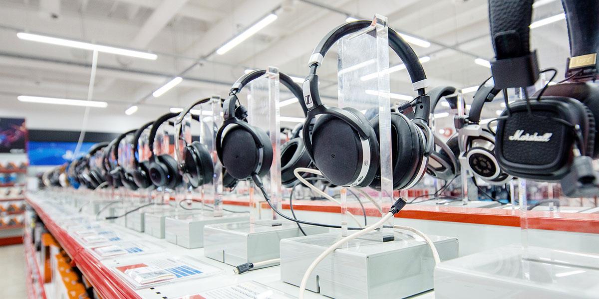 Kuulokkeet hylly, laaja valikoima