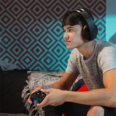Pelaaja, Playstation-ohjain sekä kuulokkeet