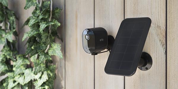 Arlo Pro 3 ja aurinkopaneeli