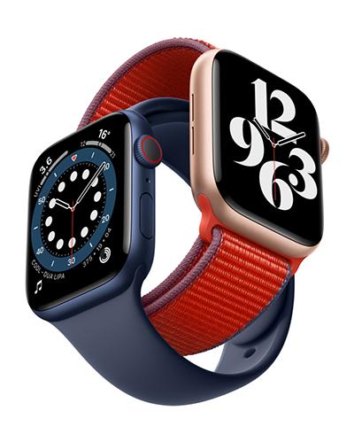 Kaksi Apple Watch Series 6 -älykelloa eri rannekkeilla