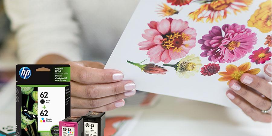 Värikkäitä tulosteita ja mustepatruunoita